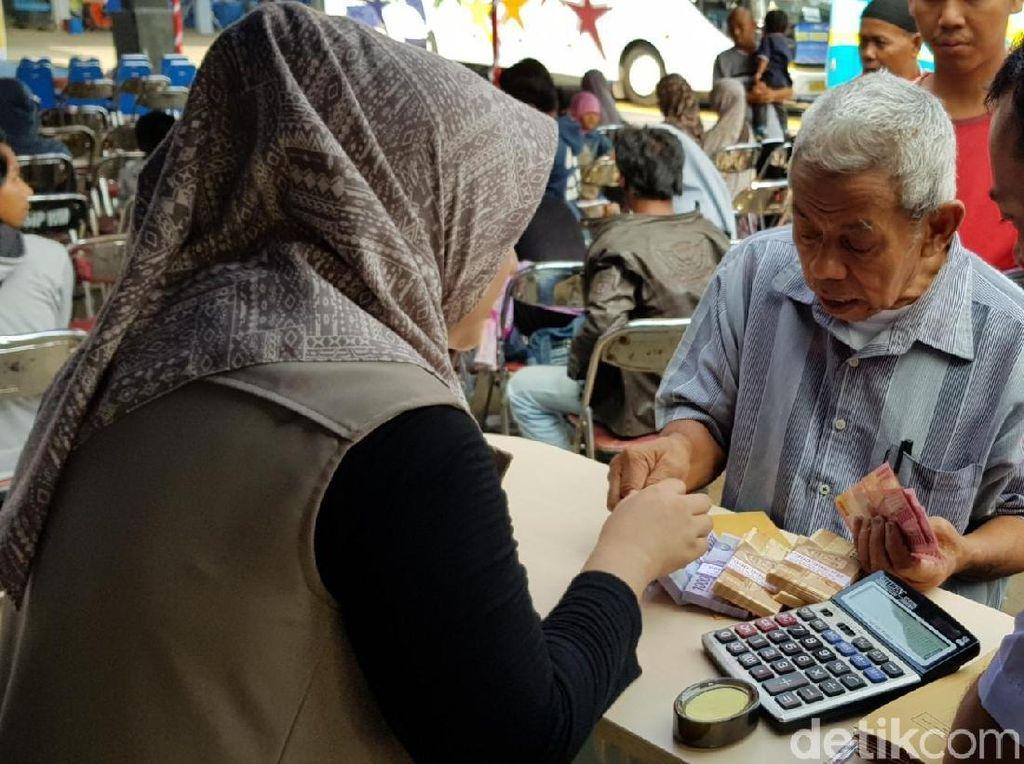 Sebelum Pulang Kampung, Uang Jeger Diburu Pemudik di Sukabumi