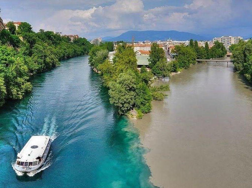 Foto: 2 Air Sungai yang Tidak Menyatu di Swiss