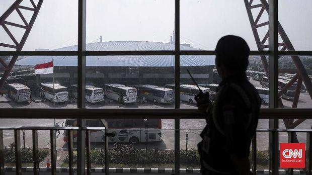 Antrean Pemudik Terminal Pulo Gebang Mengular 50 Meter