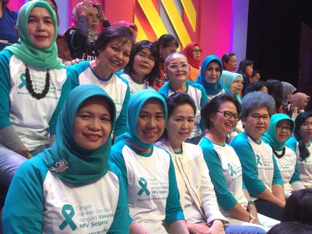 Setahun Mendiang Jupe, Elly Kenang Masa-masanya Melawan Kanker Serviks