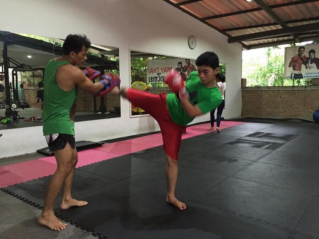 Intip Bintang Muda Nan Ganteng Ajil Ditto Olahraga Sambil Ngegombal!