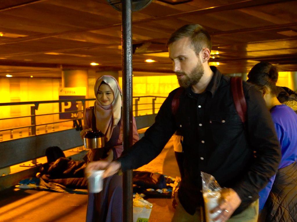 Mengasah Kepekaan Sosial Melihat Sisi Lain Kota Paris