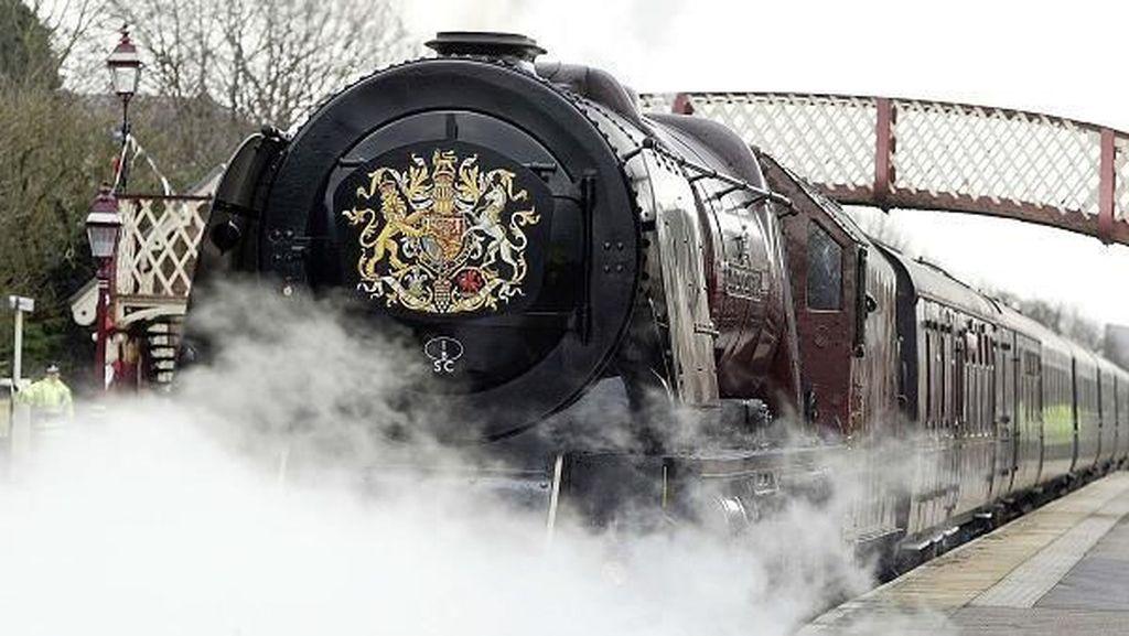 Ini Kereta Mewah yang akan Dipakai Meghan Markle dan Ratu Inggris