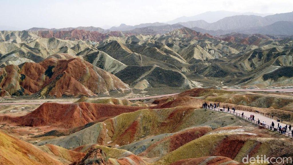 Foto: Gunung Pelangi di China yang Disebut Dalam Al Quran