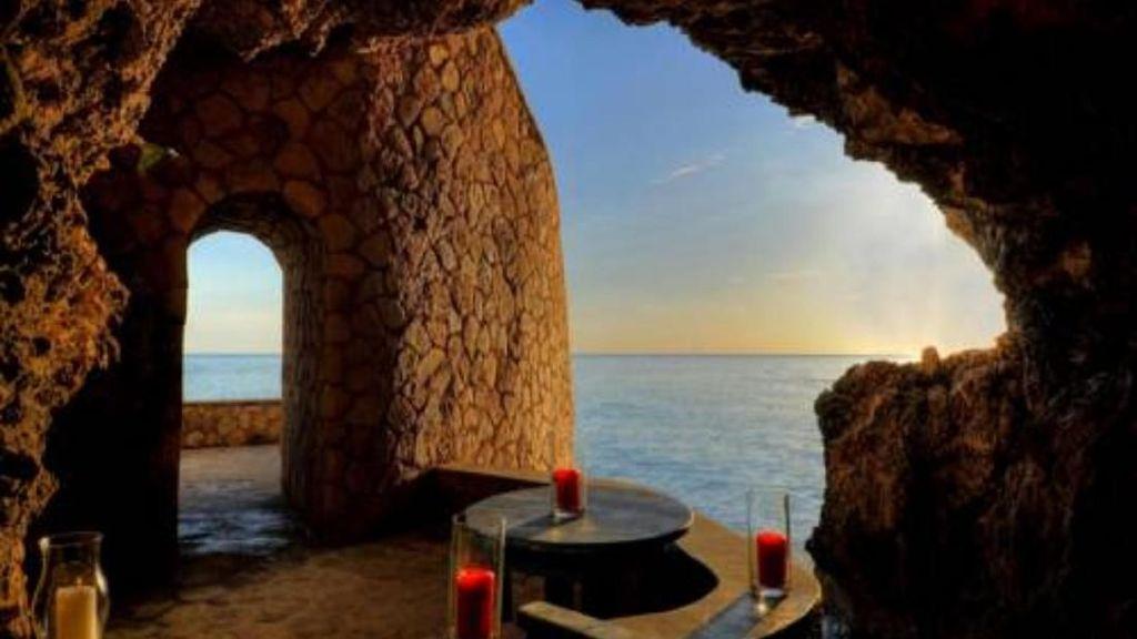 Hotel Ini Punya Ruang Makan Mewah di Dalam Goa