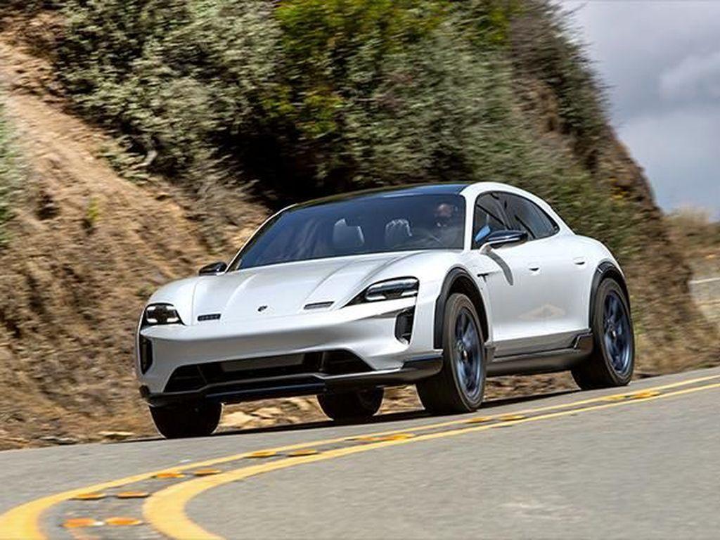 Porsche Taycan Jadi Mobil Paling Ngebut 2020