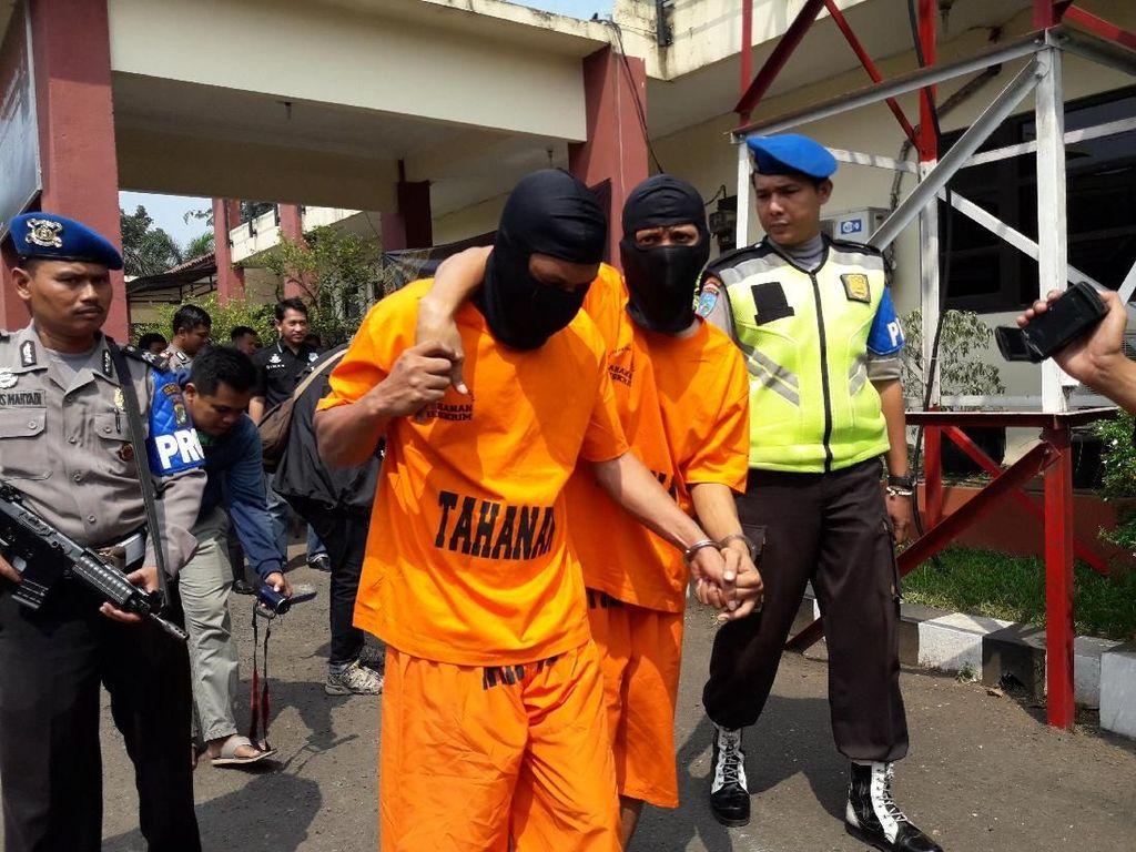 Dipergoki Pemilik, 2 Pencuri di Rumah Kosong di Bekasi Ditangkap