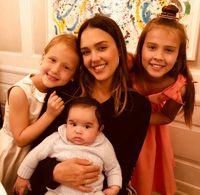 Jessica Alba dan anak-anaknya
