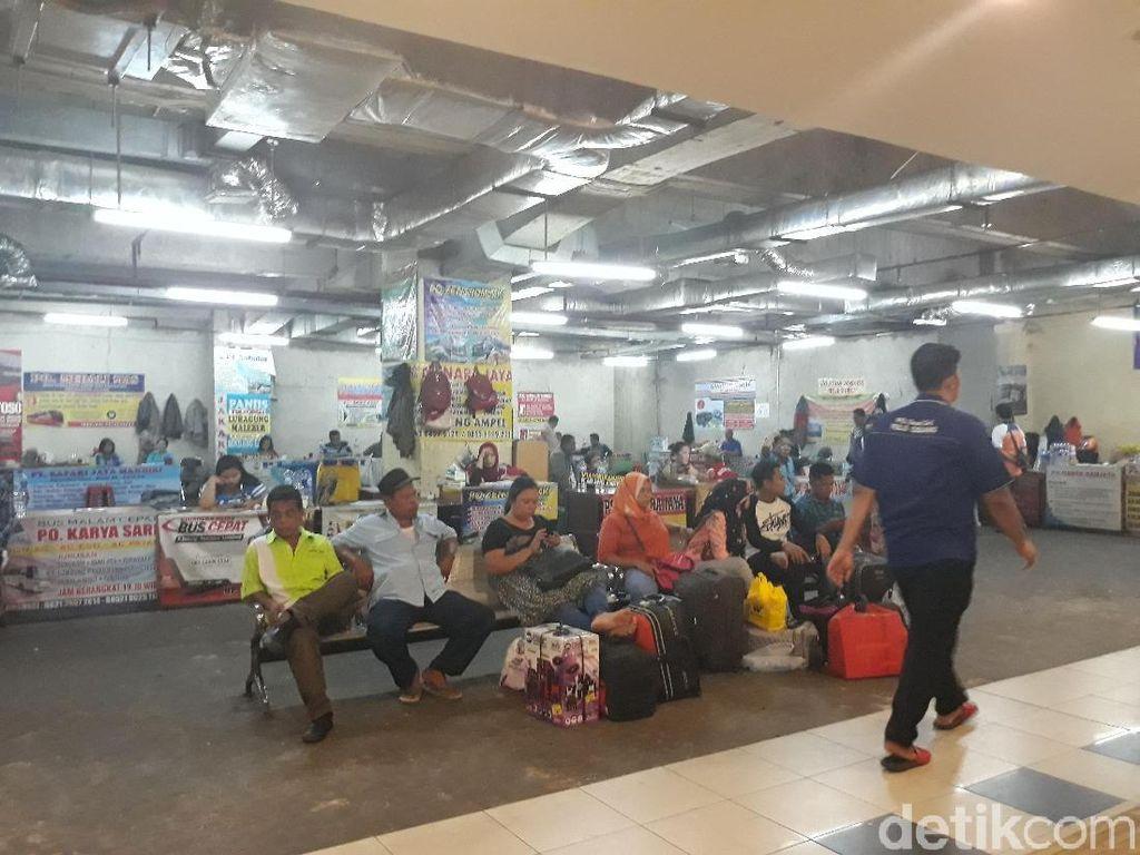 H-4 Lebaran, Terminal Pulo Gebang Ramai Pemudik