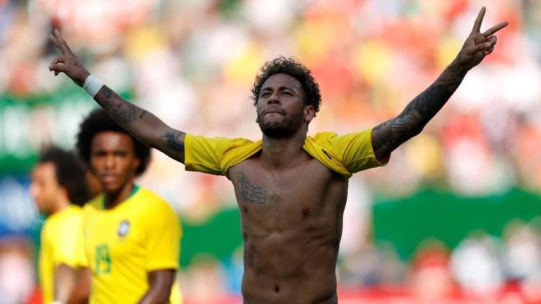 Neymar Samai Rekor Gol Romario di Timnas Brasil