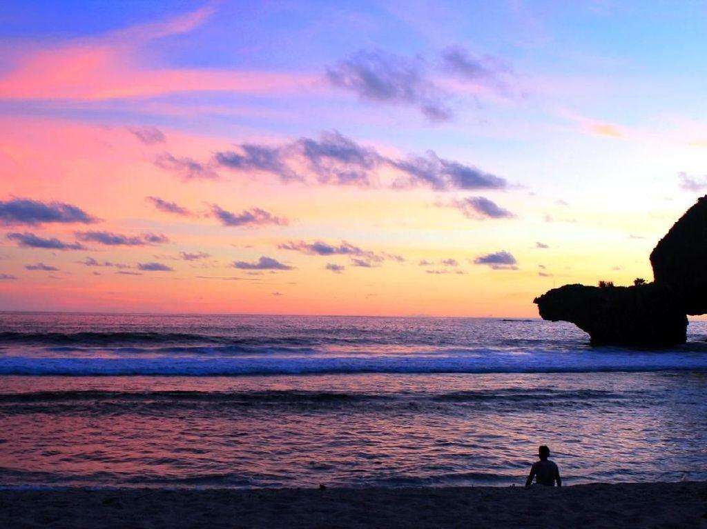 Mudik ke Sekitar Yogyakarta, Nikmati Sunset di Pantai Siung