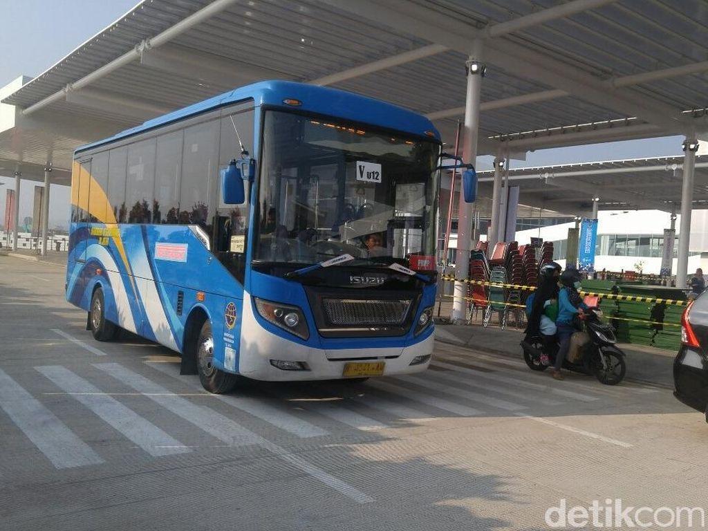 Bus Umum ke Bandara A Yani akan Beroperasi Hingga Pukul 24.00
