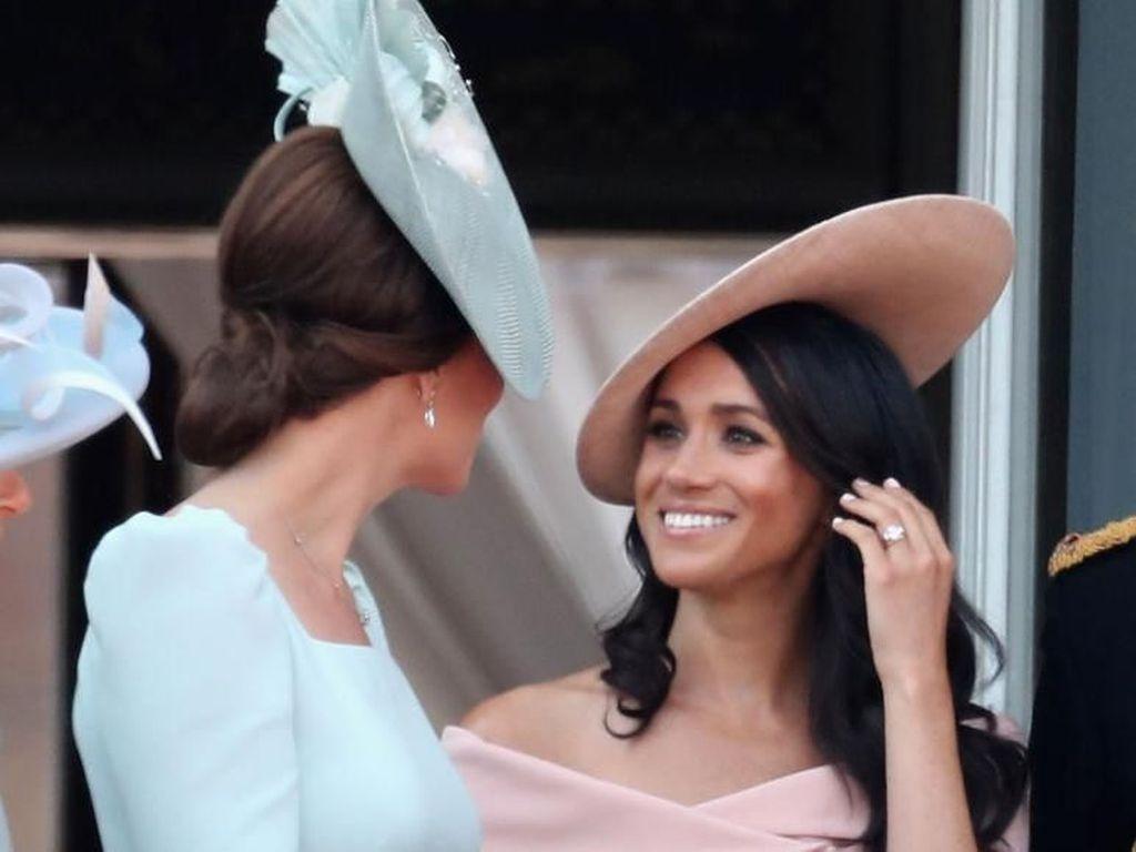 Ini Alasan Meghan dan Kate Tak Pernah Pakai Wedges di Depan Ratu