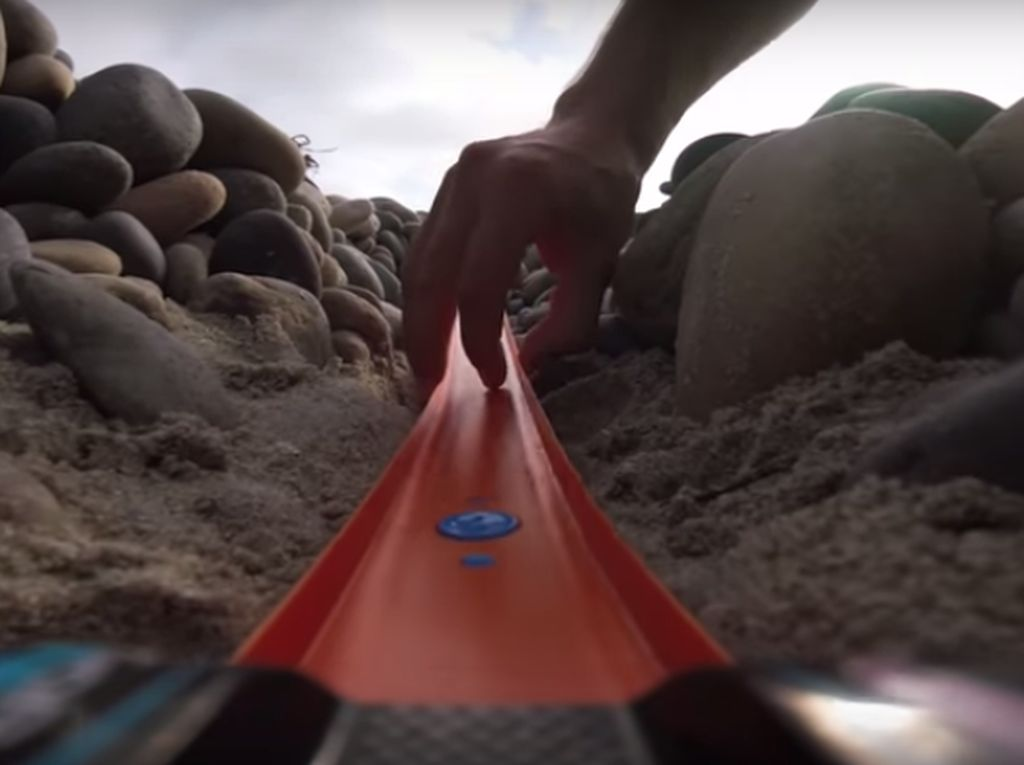 Kreatif! Hot Wheels Jadi Mount GoPro