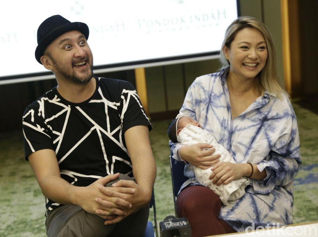 Curhat Kebahagiaan Aqi Alexa Dikaruniai Anak Kedua