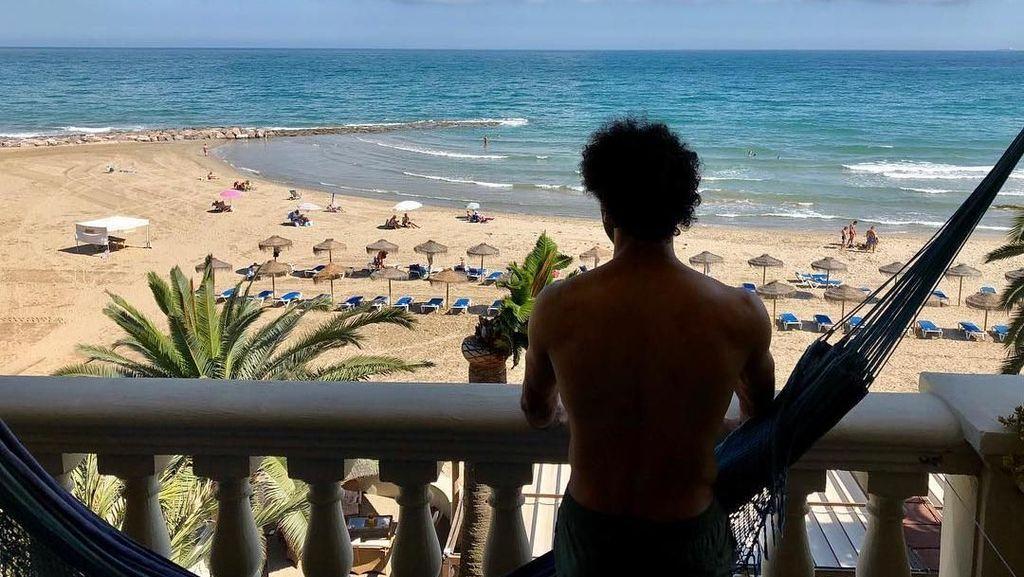 Nyantai di Pantai Mana, Mohamed Salah?