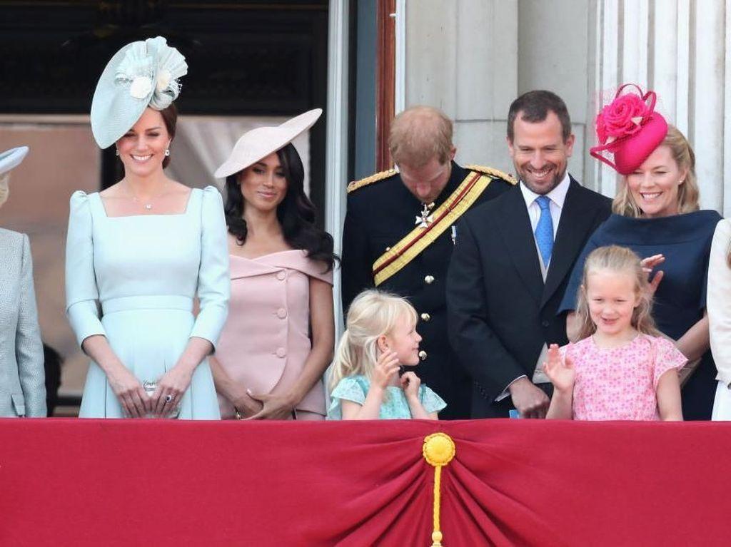 Beda Gaya Debut Meghan Markle Vs Kate Middleton di Trooping The Colour
