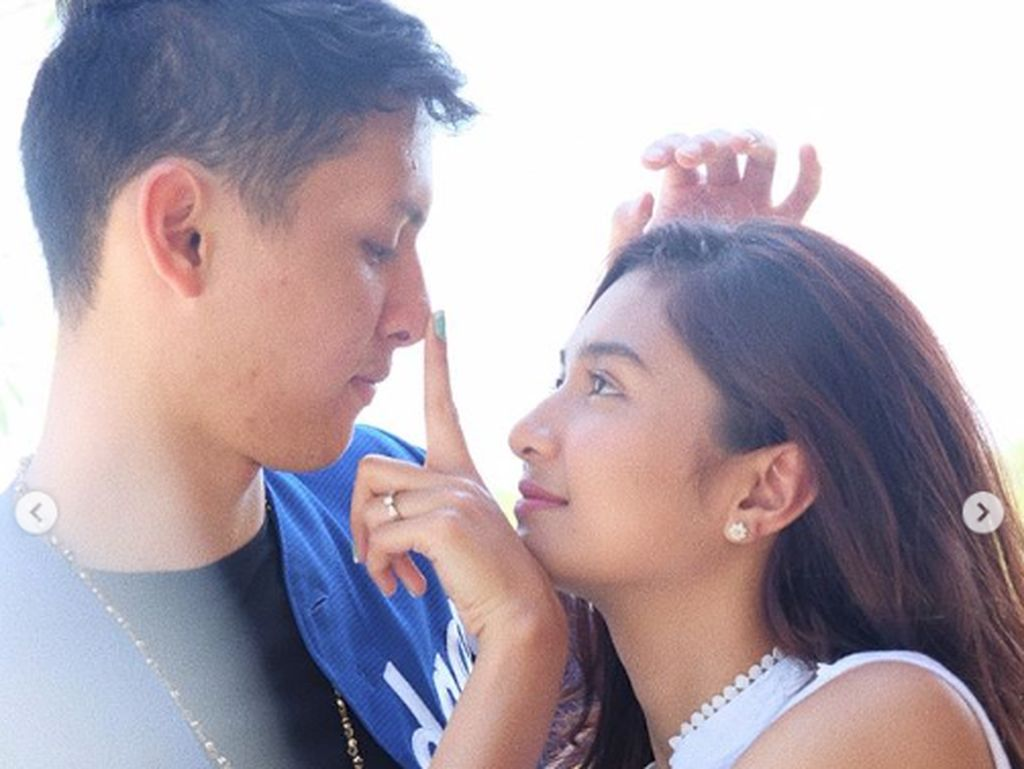 Aroma Putus Cinta Mikha Tambayong dan Daniel Wenas