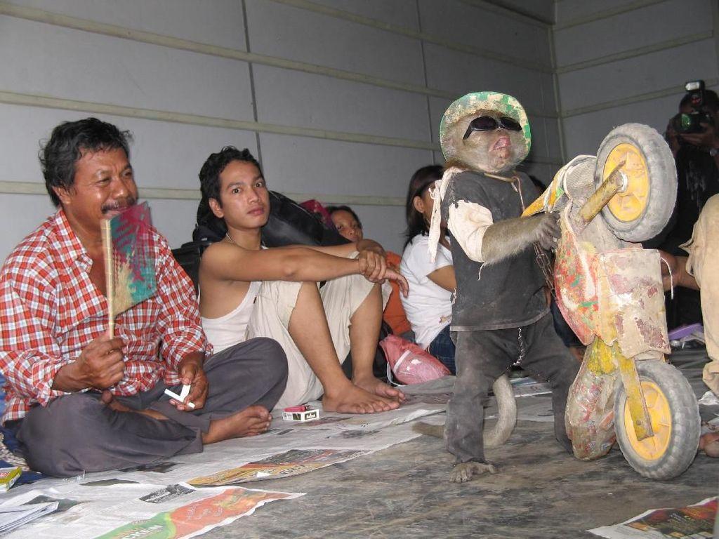 Pedih! Gerbong Barang Dipakai untuk Angkut Pemudik di 2006