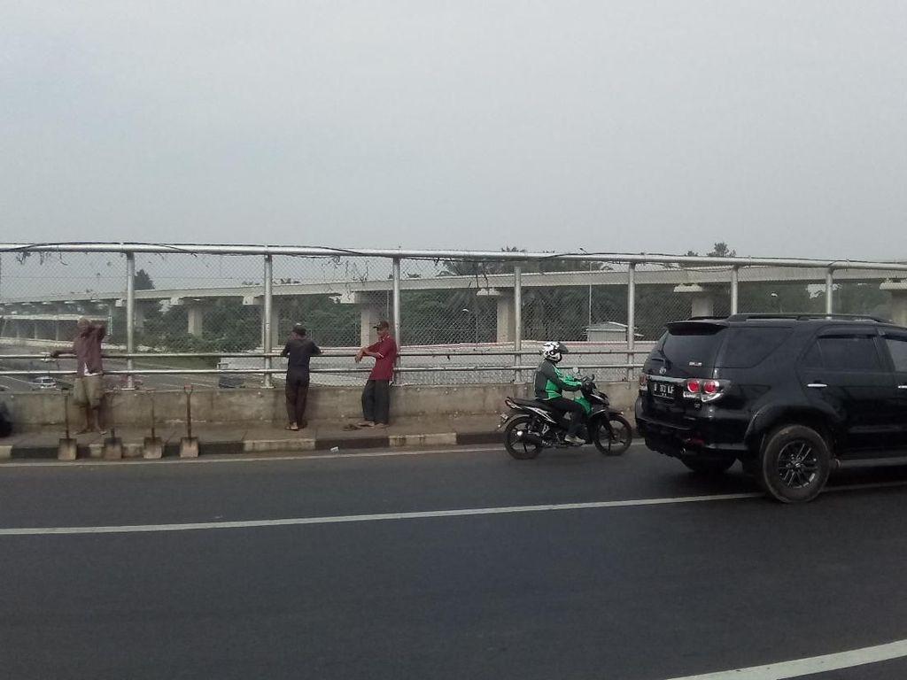 Mobil Kembali Dilempari Batu di Tol Ciracas, 2 ABG Ditangkap