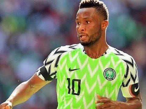 John Obi Mikel memakai seragam Timnas Nigeria yang menarik minat banyak suporter Piala Dunia 2018