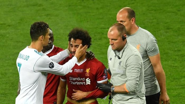 Cristiano Ronaldo dan Mohamed Salah di final Liga Champions. (Foto: Mike Hewitt/Getty Images)