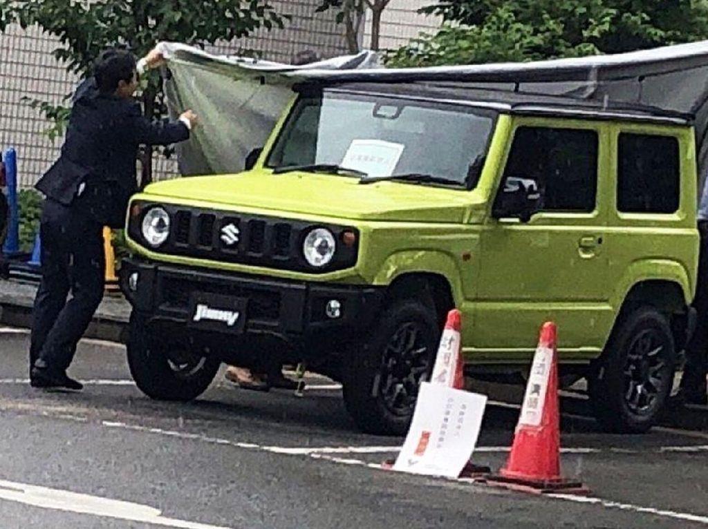 Tampang Jimny Terbaru Mirip Land Rover Defender tapi Lebih Kecil