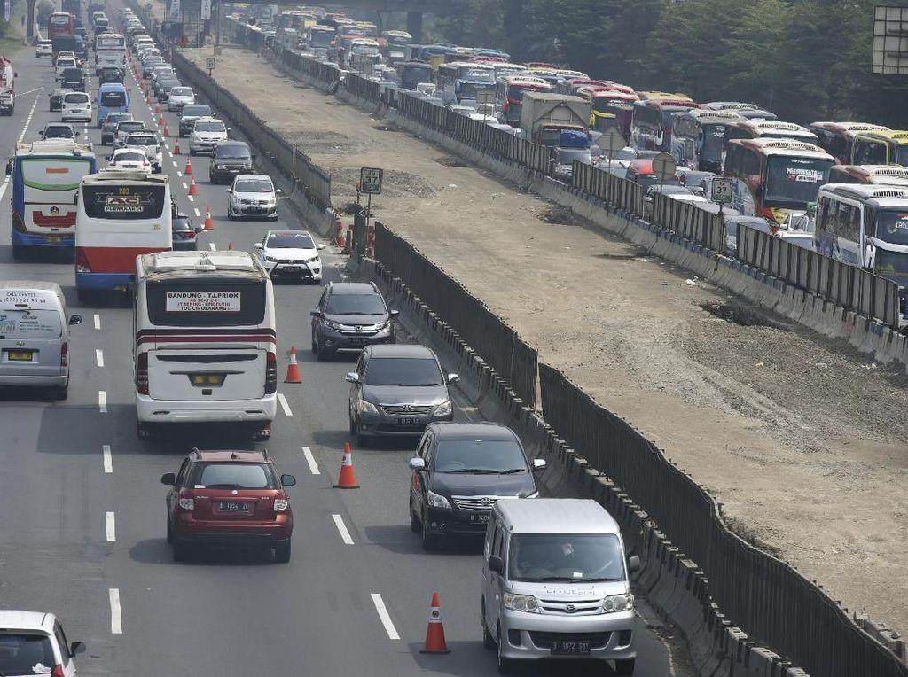 Ada Perbaikan Jalan, Contraflow Diberlakukan di KM 5 Tol Jagorawi