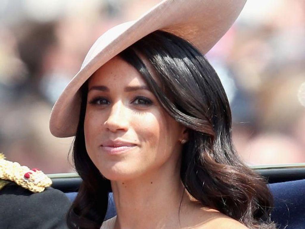 Pakai Gaun Berbahu Terbuka, Meghan Markle Terinspirasi Putri Diana?