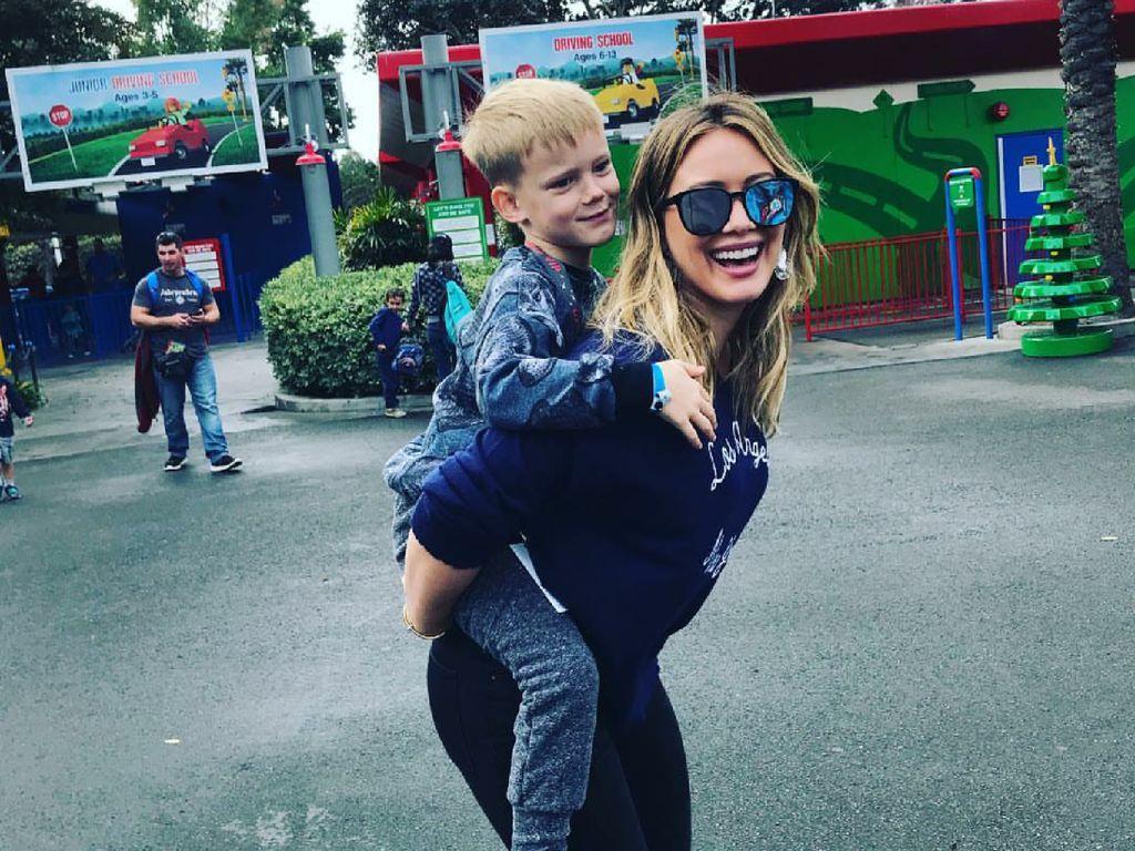 Respons Hilary Duff Saat Ditanya Putranya Kenapa Ibu Kerja?