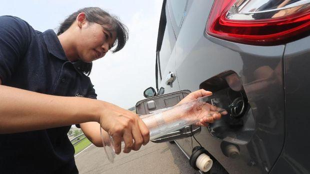 Setelah dikuras, tangki BBM diisi 1 liter bensin