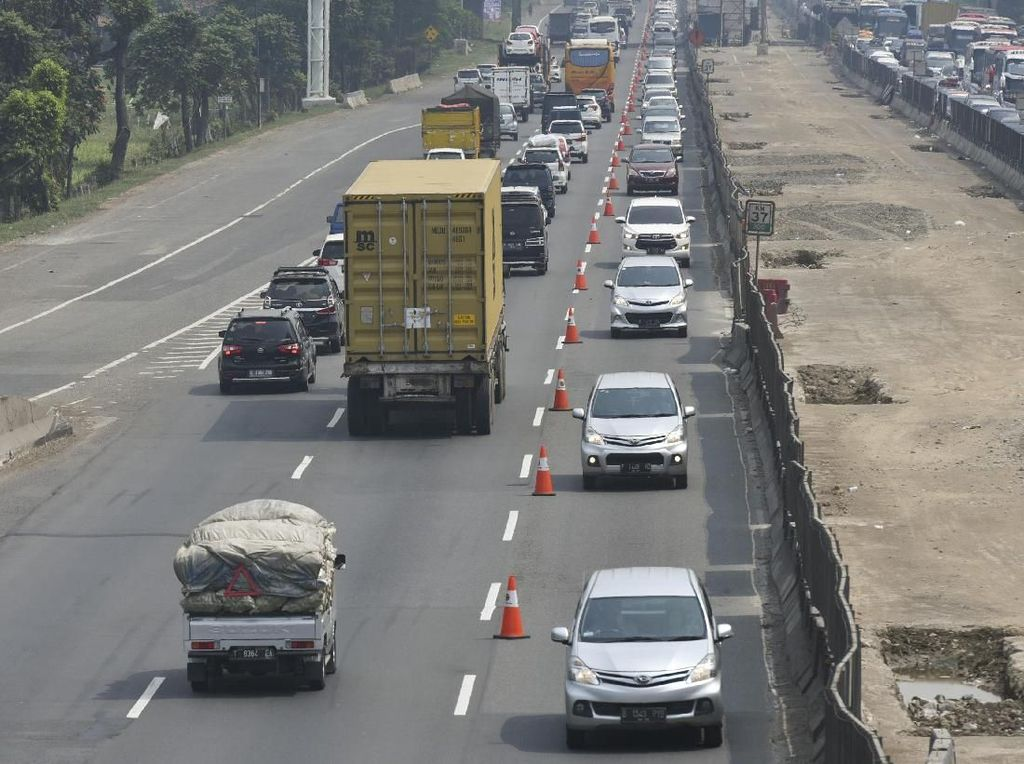 Volume Lalin Tol Japek Meningkat, Contraflow Diperpanjang hingga Km 61