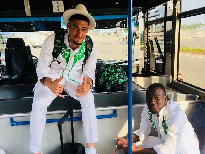Timnas Nigeria tampil dengan setelan berkelas jelang berangkat ke Rusia untuk Piala Dunia 2018 (Instagram @victormoses)