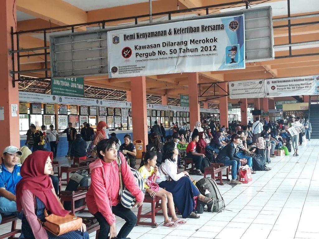 Arus Balik Mulai Ramaikan Terminal Kp. Rambutan