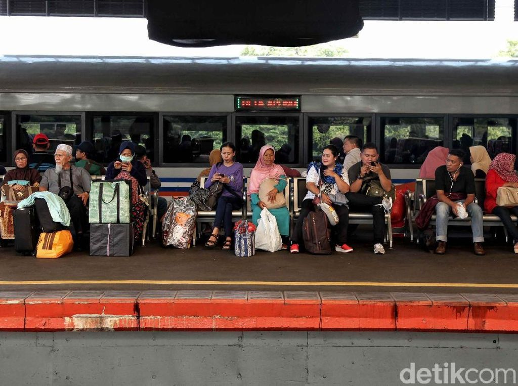 Rute Kereta Favorit Traveler Buat Liburan Natal dan Akhir Tahun