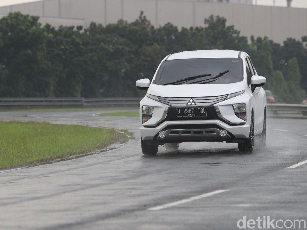 Mitsubishi Xpander Masih Perkasa, Avanza Tertinggal Lagi