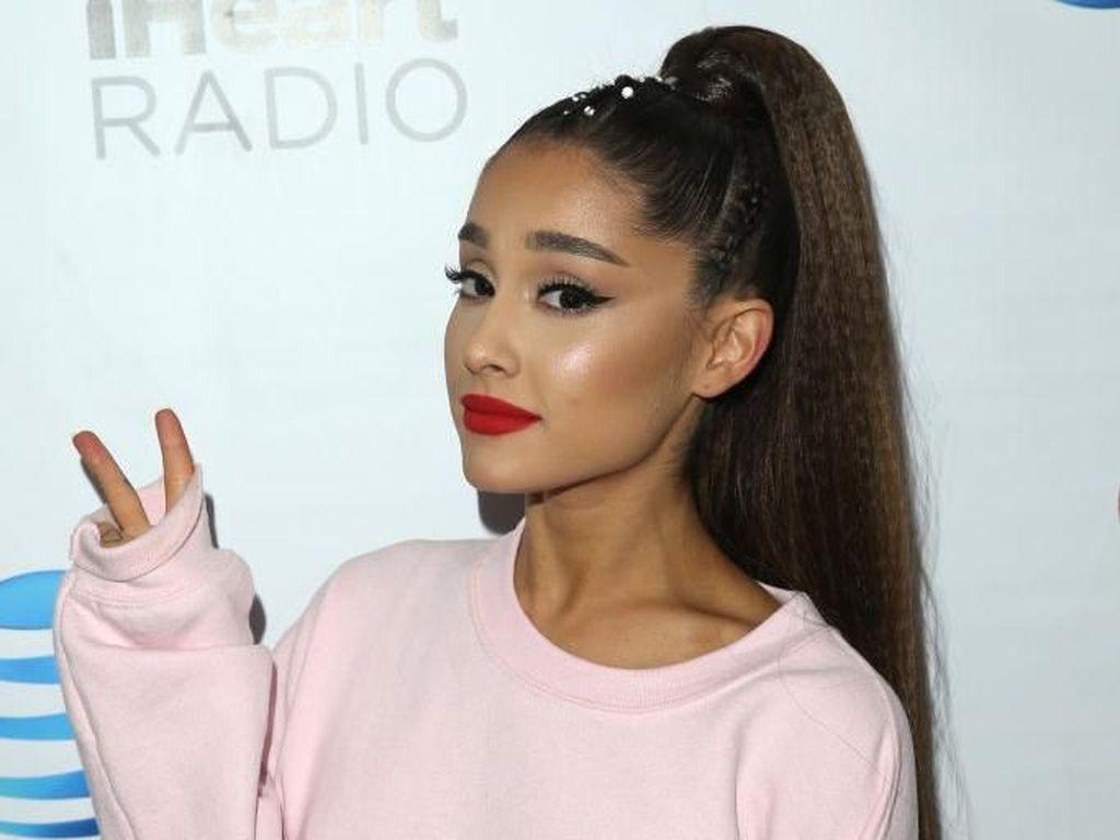 Ariana Grande Dibuatkan Patung Lilin, Netizen Kecewa Tak Mirip Aslinya