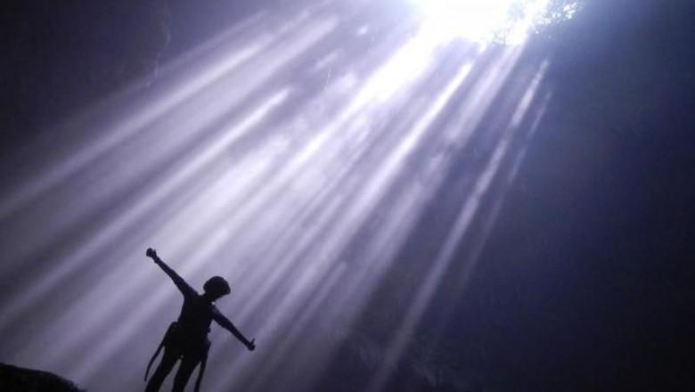 Cahaya nirwana Gua Jomblang di Gunungkidul (Indra Wijaya/dTraveler)