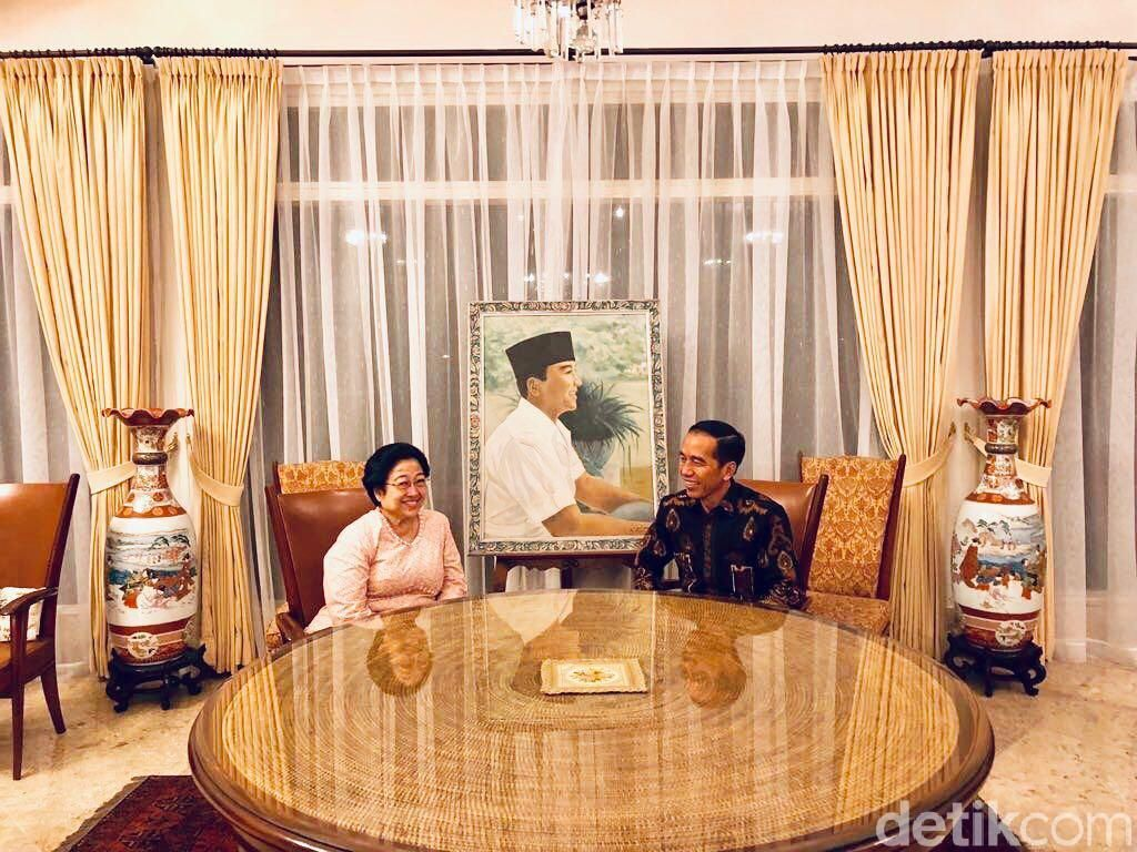 Mega Sajikan Es Kelapa Merah-Putih untuk Jokowi, Ini Makna Khususnya