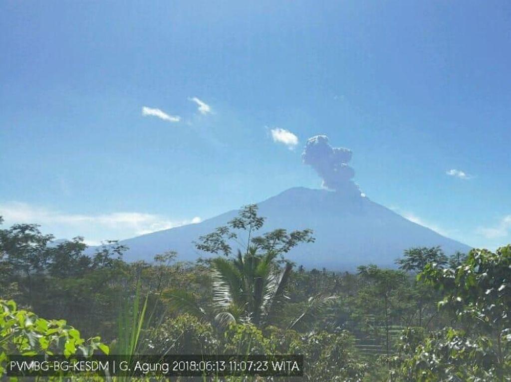Gunung Agung Erupsi Lagi, Tinggi Kolom Abu 5,1 Km