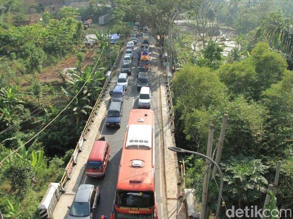 Sejumlah Hambatan ini Bikin Kemacetan di Jalur Nagreg