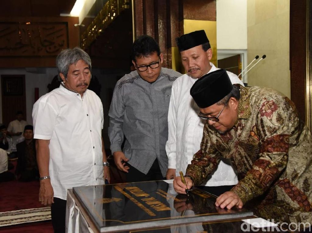 Lepas Jabatan Gubernur Jabar, Aher Resmikan Lima Masjid Baru