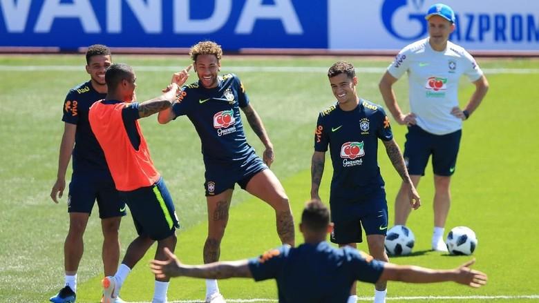 Ketika Coutinho Jadi Korban Ceplok Telur di Sesi Latihan Brasil