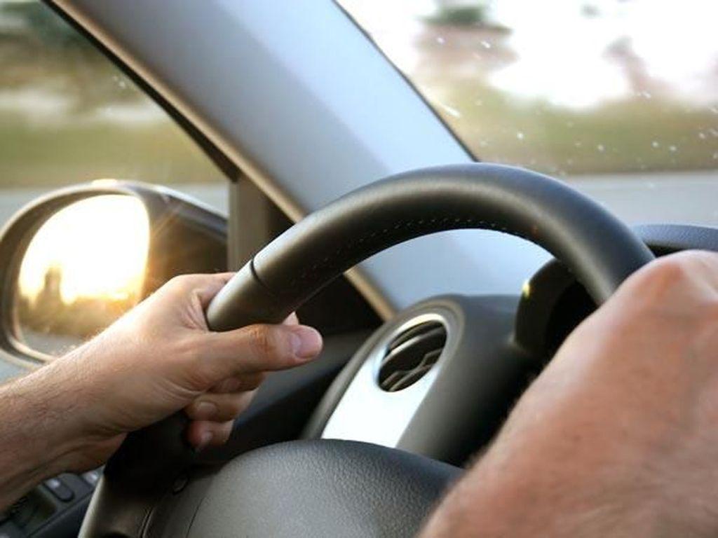 Cara Mengendarai Mobil Manual yang Ternyata Mudah