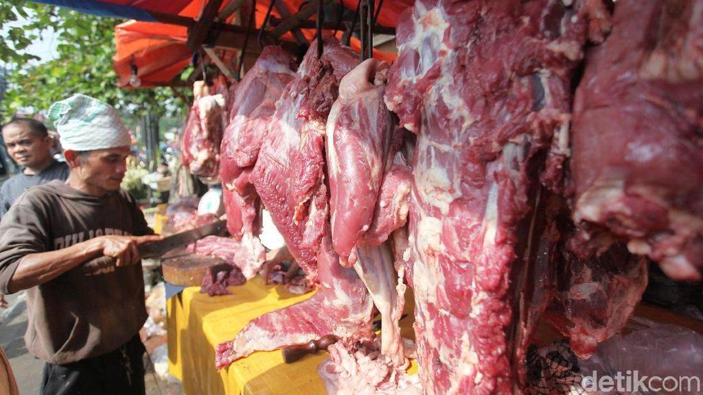 Pedagang Daging Musiman Mulai Menjamur Jelang Lebaran