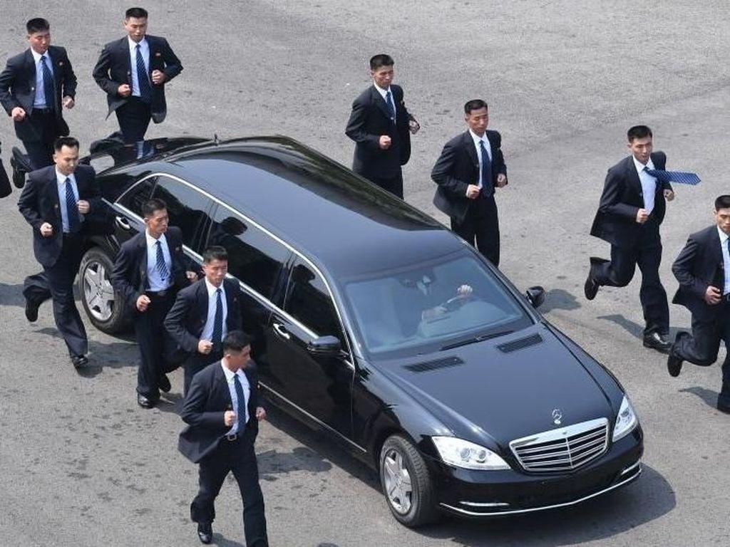 Potret Pengawal Hingga Juru Kamera Kim Jong Un yang Curi Perhatian