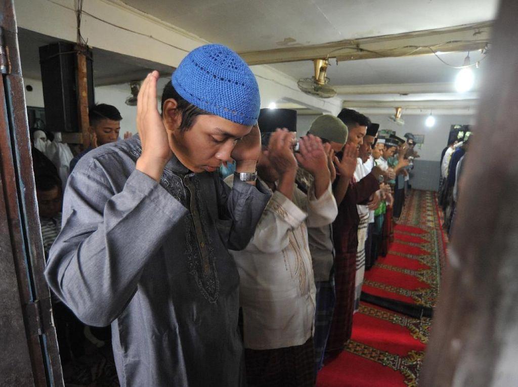 Foto: Suasana Salat Id Jemaah Tarekat Naqsabandiyah Hari Ini