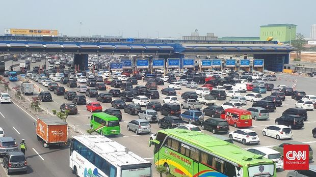 Distribusi Kendaraan Tak Merata, Tol Jakarta-Cikampek Macet