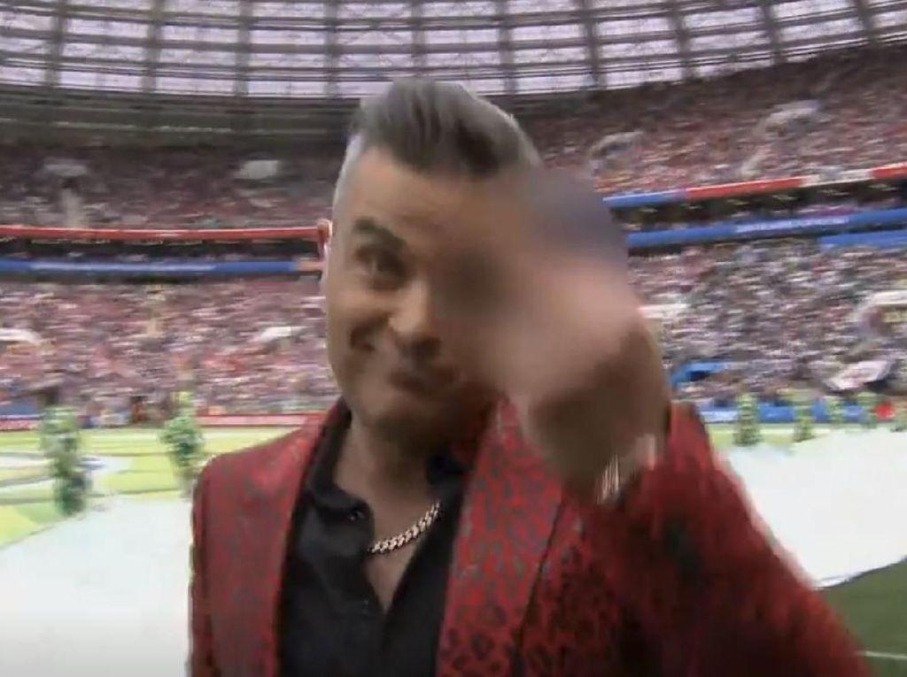 Jari Tengah Robbie Williams di Pembukaan Piala Dunia 2018
