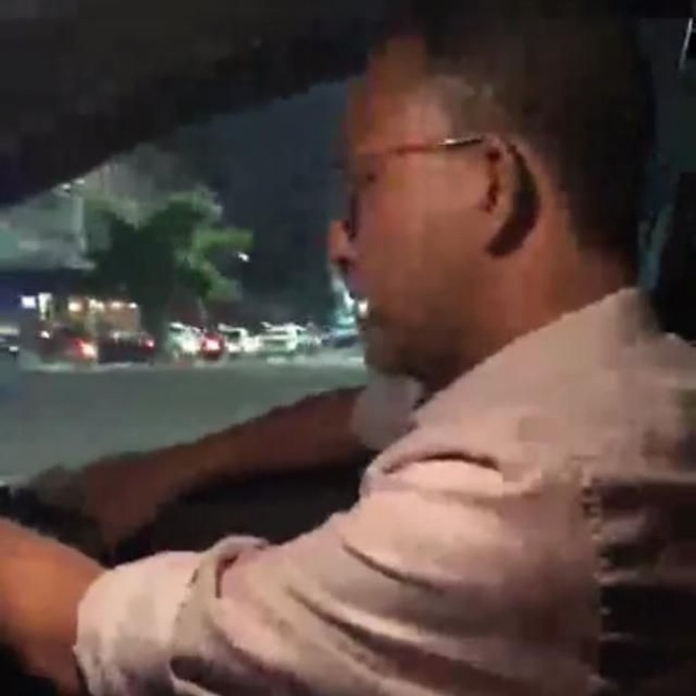 Tengah Malam, Anies Live IG Sambil Nyetir Mobil